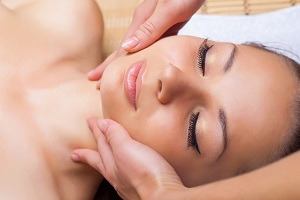 Lymphatic drainage massage of face